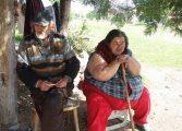 Bǎtrâneţe chinuitǎ! Fǎrǎ curent electric şi apǎ, doi bǎtrâni bolnavi trǎiesc în condiţii de Ev Mediu