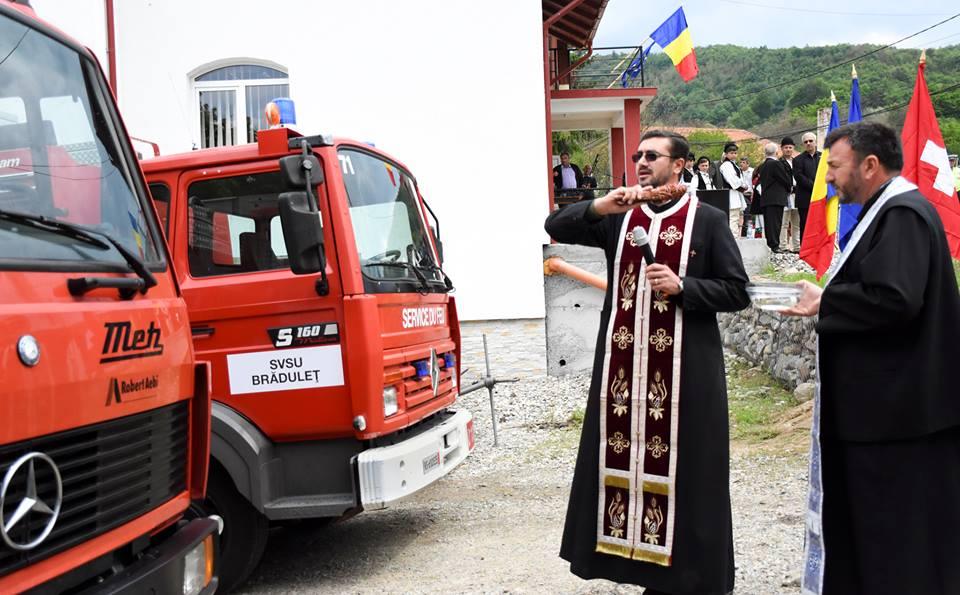 La Bradulet au ajuns, direct din Elvetia, doua autospeciale de pompieri