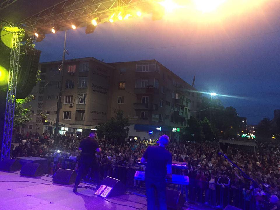 Mii de piteşteni au asistat la concertul din Piaţa Primăriei