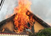 ACUM! Arde o casa in Valea Danului
