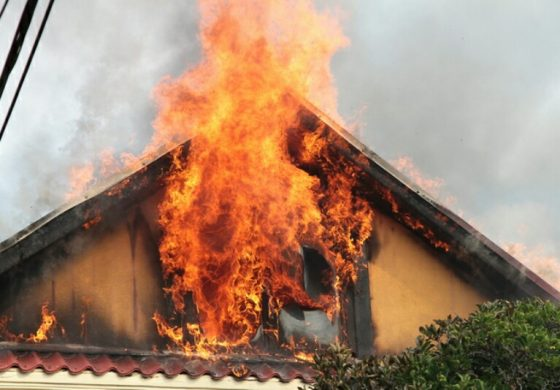 ACUM! ARDE o casa in Arges!