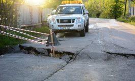 Alerta la Albestii de Muscel - Pamantul a luat-o la vale - Drumuri judetene si case afectate!