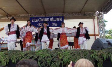 GALERIE FOTO! Elevii din Malureni, pastratori de traditii - Primaria i-a premiat!