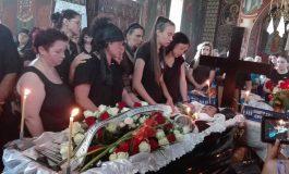 GALERIE FOTO - DURERE FĂRĂ MARGINI LA NOAPTEŞ ! Tânărul Daniel Diaconescu a fost înmormîntat