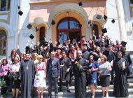 Seminaristii au absovit liceul - Au fost premiati de Calinic