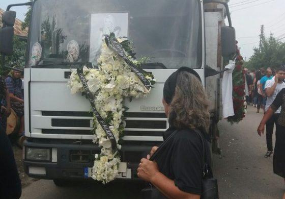 GALERIE FOTO Denisa Manelista, înmormântare cu mari absenti dar cu bodyguarzi