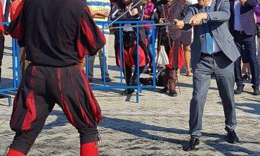 FOTO EXCLUSIV ! Liberalul Ludovic Orban, implicat in lupte de strada cu sabiile !