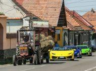 VIDEO VIRAL ! Cele mai scumpe masini din lume incolonate in spatele unui tractor