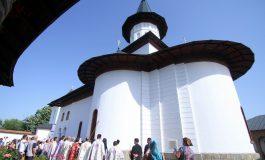 Dupa ce 26 de ani a stat in renovare - O manastire din Arges a fost sfintita