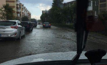 FOTO! S-au inundat strazile la Curtea de Arges