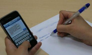 AU PUS-O ! Telefoanele mobile nu vor mai fi permise în sălile de curs SANCTIUNI DRASTICE