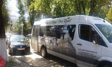 ACUM! Microbuz cu pasageri, tamponare pe Bulevard