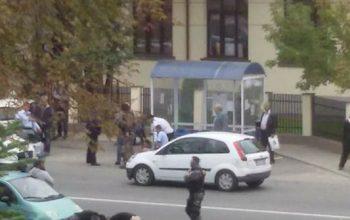 VIDEO! Bataie cu furci, topoare si focuri de arma in Bascov