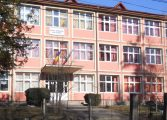 SCANDALOS ! Copii de clasa 0, liberi sa plece singuri din incinta scolii - SE INTAMPLA LA CAMPULUNG