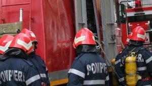 Arde o casa in Arges – Pompierii nu pot ajunge la incendiu
