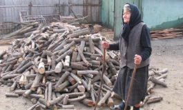 Argeşenii se pregǎtesc de iarnǎ -Mulţi bǎtrâni stau în frig pentru cǎ lemnele sunt prea scumpe sau greu de gǎsit