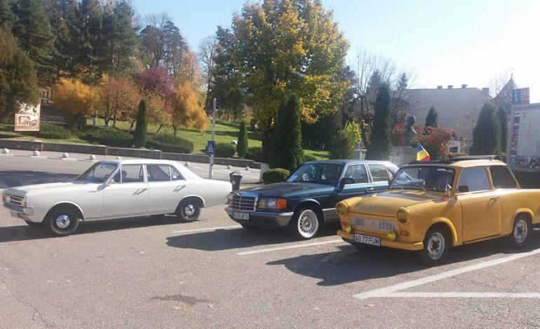FOTO! Paradă de mașini retro, păpuși și mărgele – atracție de weekend la Curtea de Argeș