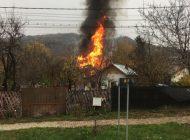 Incendiu puternic!  Arde o casa!