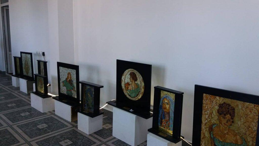 Expozitie inedita – Lucrari din cioburi la Muzeul Municipal