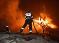 Incendiu puternic in Câmpulung  - Arde o casa!