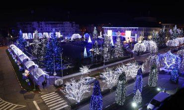 Nu se dezminte -Primarul Georgescu a fǎcut probe pentru iluminatul festiv – E mai spectaculos ca oricând
