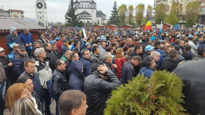 Angajatii DACIA au iesit in strada – Liderul de sindicat anunta in fata a 10.000 de oameni ca protestele continua