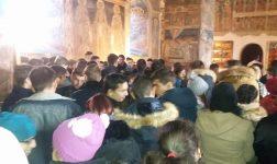 Sute de oameni la hramul Bisericii Domnesti