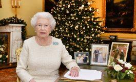 Regina Elisabeta II le face cadouri dulci angajaţilor