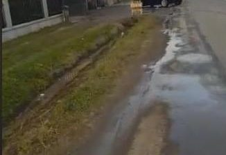 VIDEO! La Curtea de Arges o SPALATORIE AUTO face legea pe strada Valea Iasului