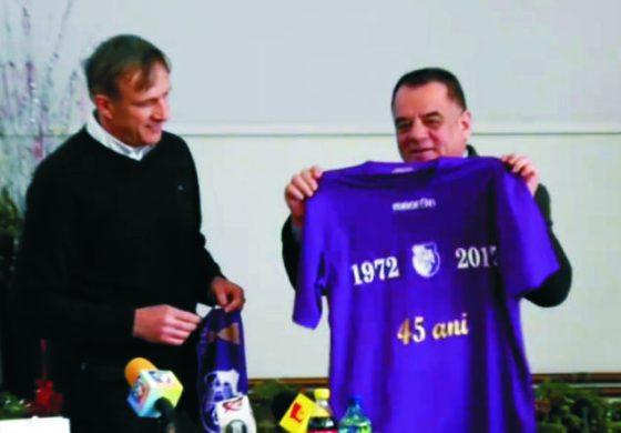 VIDEO Emil Săndoi prezentat oficial ca antrenor al echipei FC Argeș in cadrul conferintei de presa a primariei Piteşti