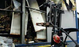 Dupa 19 ore de lupta cu focul - Incendiul de la fabrica din Topoloveni a fost lichidat