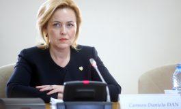 """Atac dur al liberalului Ovidiu Raeţchi la adresa lui Carmen Dan: """"Orice bilanţ asupra ei ar conduce la ideea că avem un ministru incompetent!"""""""
