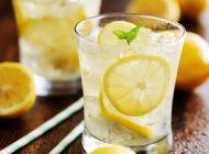 4 mituri despre apa cu lămâie
