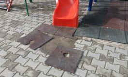 Galerie FOTO! Dezastru la LOCUL DE JOACA din Banu Maracine