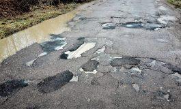 VIDEO Strada deputaţilor, imaginea dezastrului !S-au fǎcut cârpeli de care râd toţi locuitorii din Noapteş