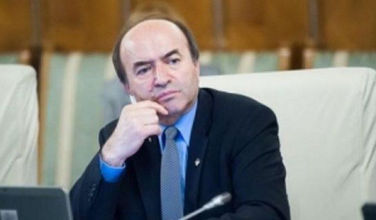 Opoziţia îl 'DESFIINŢEAZĂ' pe Tudorel Toader: 'E avocatul penalilor'