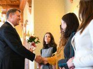 MESAJELE politicienilor de 8 martie, pe Facebook: De la poze cu mame, la versuri din Vadim Tudor