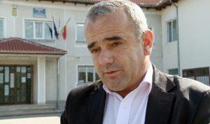 Primarul Niculae Dragnea a fost deschis in a rezolva acest caz. Desi a respins acuzatiile cetatenilor, nu isi explica nici el de ce Bujica a fost inmormantat asa repede PAG 16