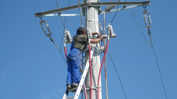 S-AU ÎNŢELES ÎNTRE EI PE BUZUNARUL NOSTRU Tarifele la electricitate plătite de cetăţeni ar trebui să scadă