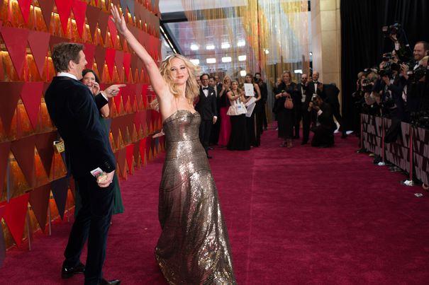 Oscar 2018: Ţinute glamour şi îndrăzneţe pe covorul roşu. Jennifer Lawrence a atras toate privirile, într-una dintre cele mai admirate rochii