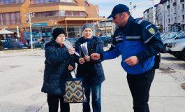 Jandarmii și-au exprimat prețurirea față de femei oferind flori