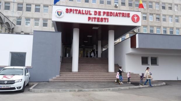 Elicopter SMURD venit la spitalul de Pediatrie Pitești să transporte la București un copil grav bolnav