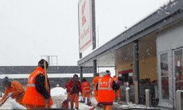 SCANDALOS ! Angajatii SPU la munca in parcarea Kaufland - Au interzis sa ajute la deszapezire in oras