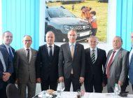 Sefii judeţului s-au intalnit cu sefii Dacia Renault - In loc de autostrada promisa,  CJ a oferit francezilor... trofeul OMUL DE FIER