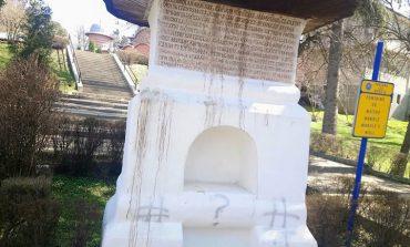 SCANDALOS ! Un simbol naţional lăsat în paragină - Dom` ministru, v-ati pozat langa Fantana lui Manole! Mai aveti curaj s-o faceti ?