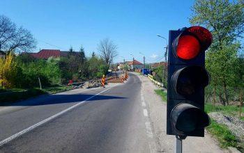 Circulatia leneşă precum lucrările ! PE ROŞU încă 3 luni pentru podul de la Valea Sasului