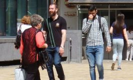 ALERTA ! ALO, POLIŢIA ! Doi cetăţeni arabi hărţuiesc femei în centrul orasului CINE INTERVINE ?
