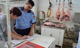 Politiştii in pieţele judeţului - Au confiscat 1,6 kg carne expirată !