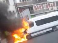 ACUM ! Microbuz în flăcări, in stația de autobuz