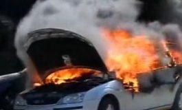 ACUM! Mașina în flăcări, barbat ars